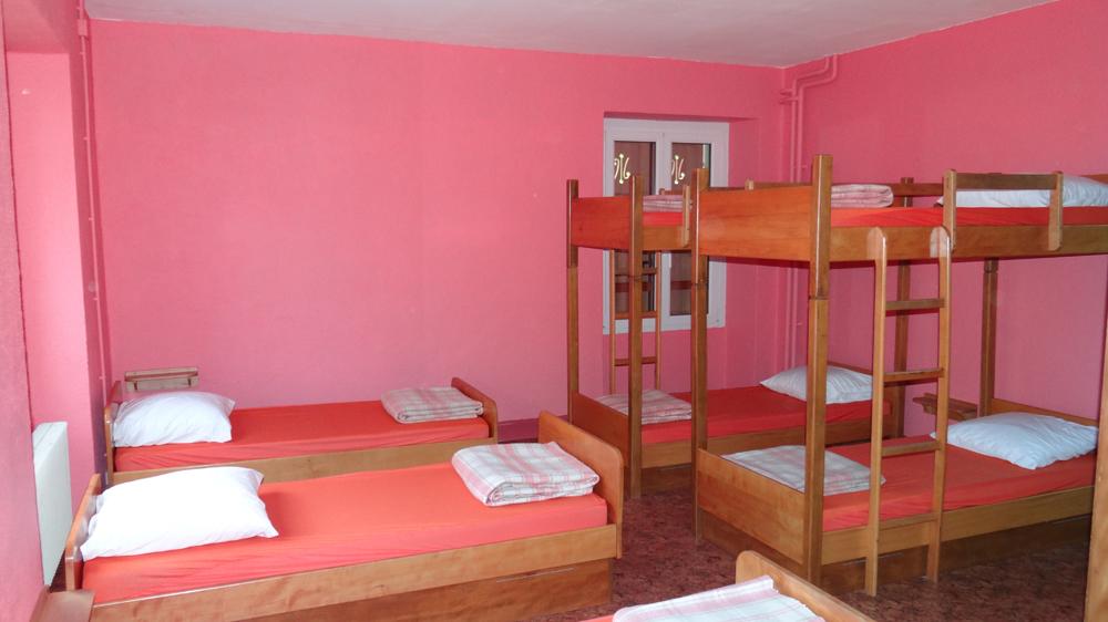 Les dortoirs à la Tanière , base d'accueil des Scouts et Guides de France à Ribeaugoutte en Alsace